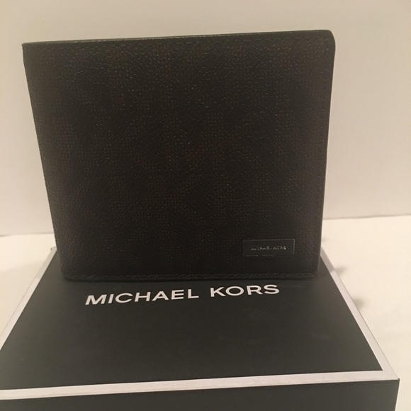 ce93775a2e47 Michael Kors Mens billfold Wallet with passcase